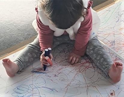 Enfant vu de dessus rt